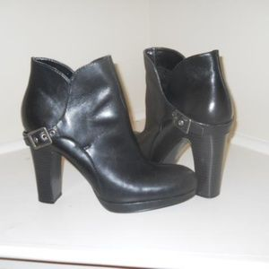 SIMPLY VERA VERA WANG ANKLE BOOT SIZE 7 M
